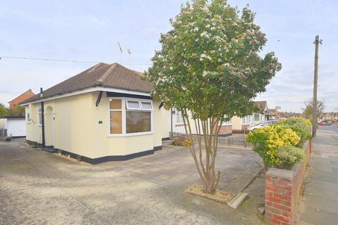 2 bedroom semi-detached bungalow for sale - Skerry Rise, Chelmsford, CM1 4EG