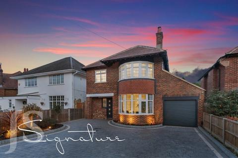 4 bedroom detached house for sale - Offington Drive, Worthing BN14 9PN