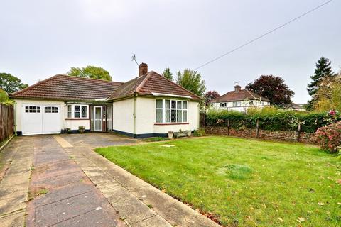 2 bedroom detached bungalow for sale - Court Road, Ickenham, UB10