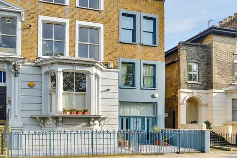 3 bedroom townhouse for sale - Grove Road, Bow E3