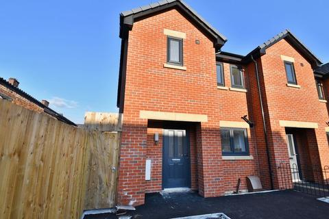 3 bedroom end of terrace house for sale - Clifford Street, Peel Green, Eccles