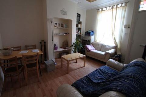 3 bedroom terraced house - Harold Street, Hyde Park, Leeds, LS6 1PL
