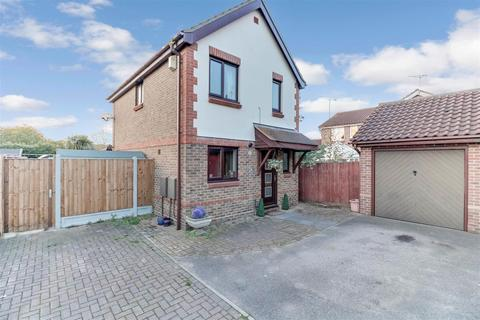 3 bedroom detached house for sale - Erskine Place, Wickford