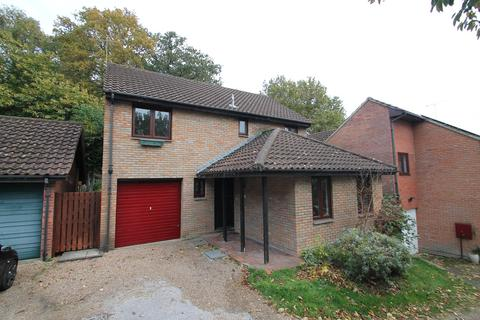 4 bedroom detached house to rent - Penshurst Rise, Frimley, Camberley, GU16
