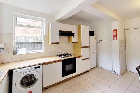 4 bedroom semi-detached house to rent - Greenhill Road, Leicester