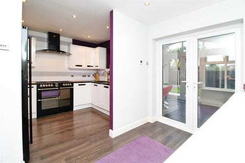 3 bedroom link detached house for sale - Sussex Road, Erith