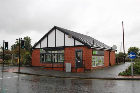 Shop to rent - 37-39 Station Road, Northwich, Cheshire, CW9 5LT