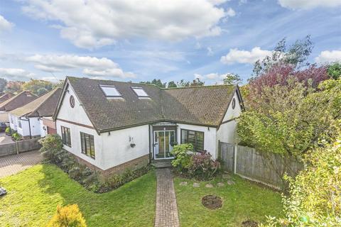 3 bedroom detached bungalow for sale - Waterer Gardens, Burgh Heath, Tadworth
