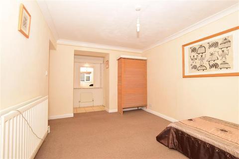 2 bedroom ground floor flat - The Vale, Broadstairs, Kent