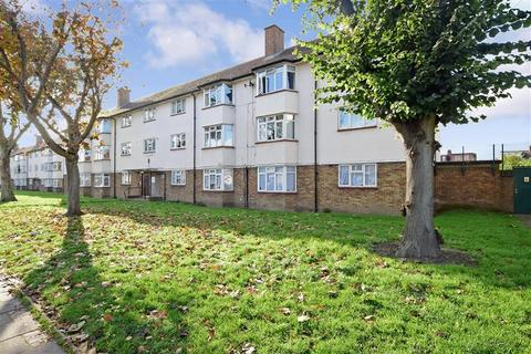 2 bedroom flat for sale - Dagenham Road, Romford, Essex