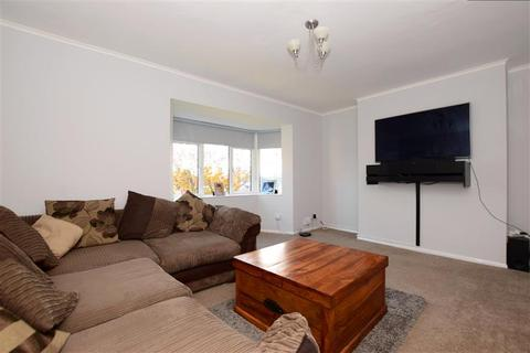 2 bedroom flat for sale - Dagenham Road, Romford, Essex