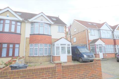4 bedroom semi-detached house for sale - Eldon Avenue, Heston, TW5