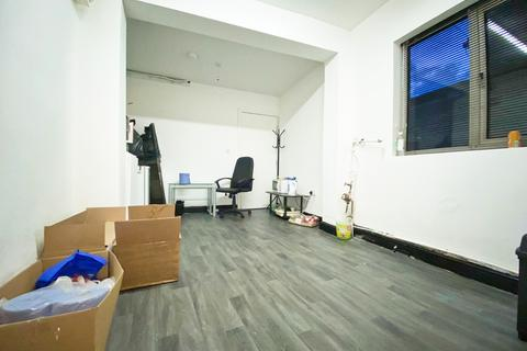 Shop to rent - St Saviours Road, Leicester, LE5