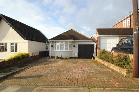 3 bedroom bungalow for sale - Avelon Road, Collier Row , Essex, RM5 3XX