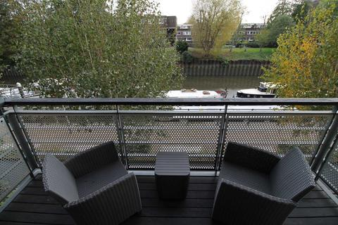 2 bedroom apartment for sale - Ferry Quays, Brentford