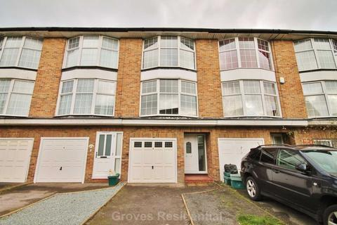 3 bedroom townhouse to rent - St James` Close, New Malden