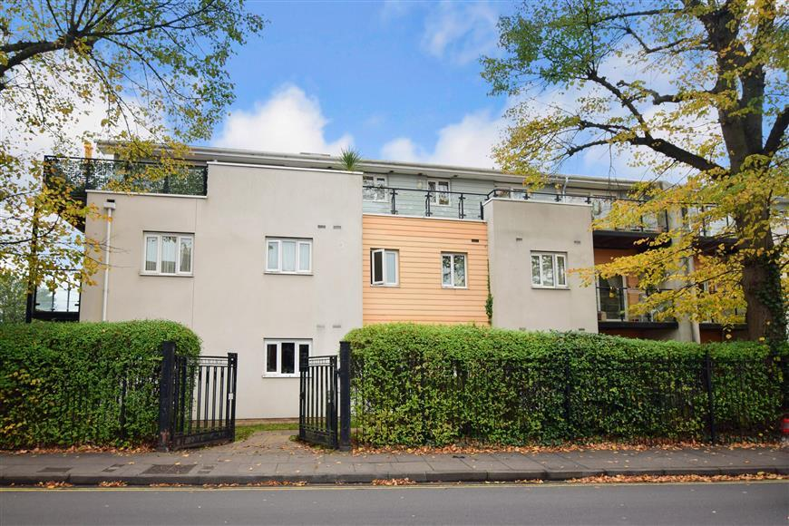 gisors road, portsmouth, hampshire 2 bed flat for sale - 325,000