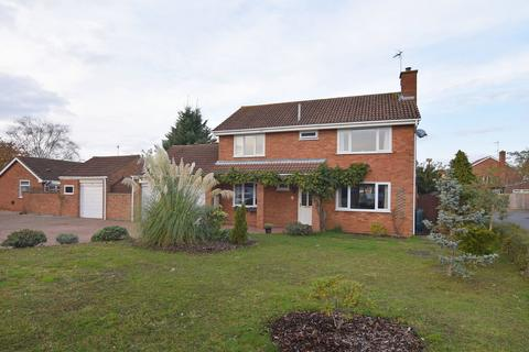5 bedroom detached house for sale - St Benets Grove, South Wootton