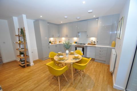 2 bedroom apartment to rent - La Riviere Apartments, Victoria Crescent, Ashford