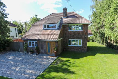 3 bedroom detached house for sale - Available with No Onward Chain