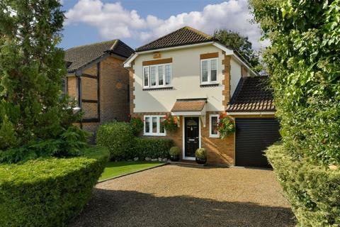 3 bedroom detached house for sale - Mannamead, Epsom, Surrey