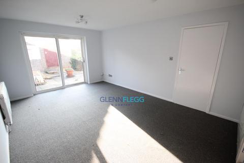 1 bedroom bungalow to rent - *BUNGALOW* Rochfords Gardens, Slough
