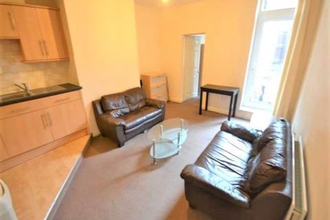 3 bedroom flat to rent - HELMSLEY ROAD SANDYFORD (HELMS199)