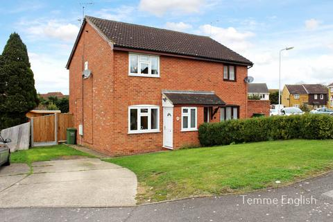 3 bedroom semi-detached house to rent - Pebmarsh Drive, Wickford SS12