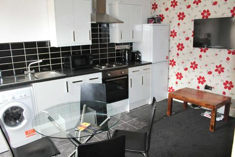 4 bedroom house share to rent - Deyne Street, Salford