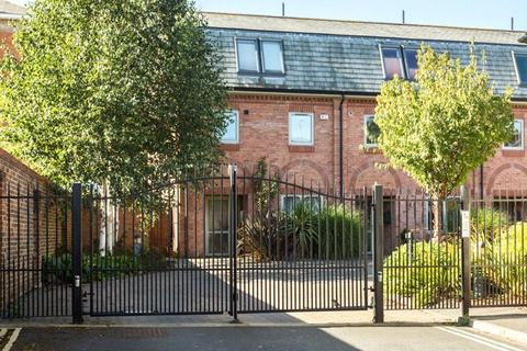 4 bedroom terraced house for sale - Orchard Court, York, North Yorkshire, YO31