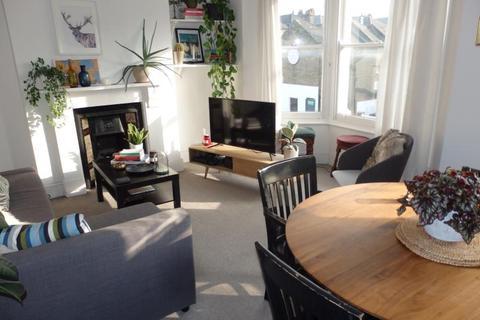 2 bedroom flat to rent - Warham Road, Harringay, N4