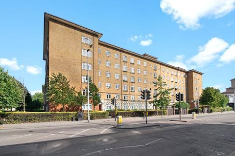 3 bedroom maisonette to rent - Temple Court, Thorncroft Street, London, SW8