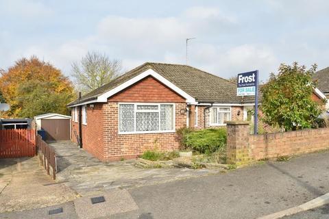 3 bedroom bungalow for sale - Nalders Road, Chesham, HP5