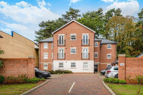 2 bedroom flat to rent - Portesbery Road, Camberley, GU15