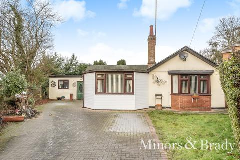 3 bedroom detached bungalow for sale - Yarmouth Road, Ormesby