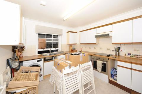 2 bedroom flat to rent - Salusbury Road, NW6