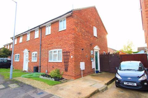 2 bedroom end of terrace house for sale - EXCELLENT FIRST TIME PURCHASE on Bunting Road, Luton