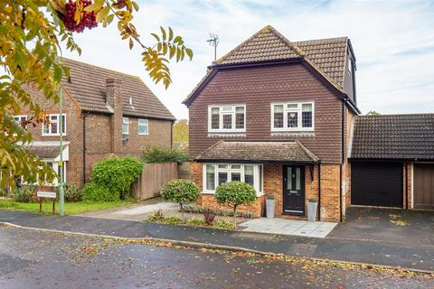5 bedroom detached house for sale - Pennine Way, Downswood, Maidstone