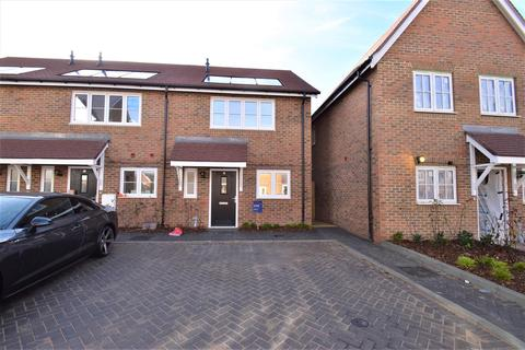 2 bedroom house to rent - Richards Avenue, Horley