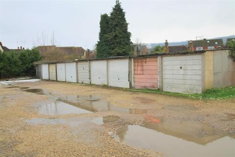 Parking to rent - Breach Close, Steyning