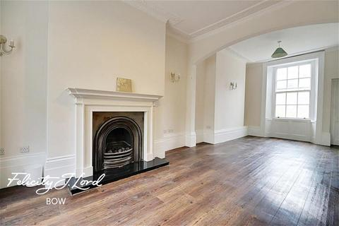 4 bedroom end of terrace house to rent - Tredegar Square, Bow, E3