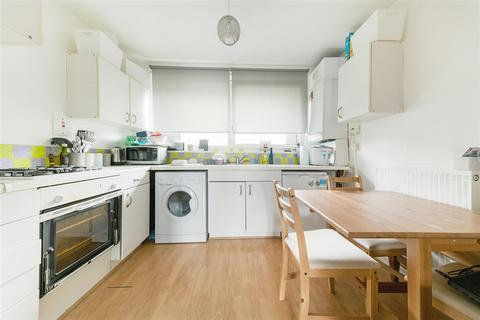 2 bedroom apartment to rent - Arnal Crescent, Southfields, Southfields