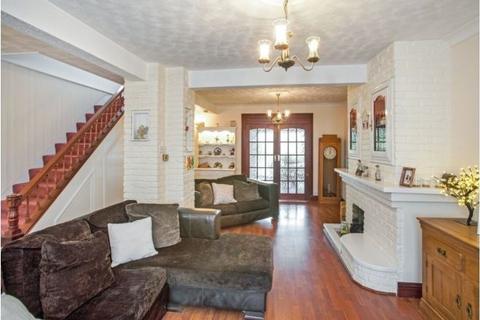 3 bedroom semi-detached house to rent - Kenilworth Avenue, Romford, Essex, RM3