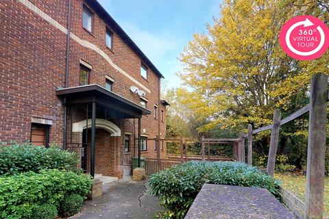 2 bedroom apartment for sale - The Gallops, Langdon Hills, Basildon, Essex, SS16