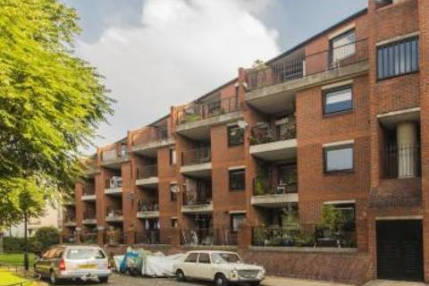 2 bedroom flat to rent - Cooper Close