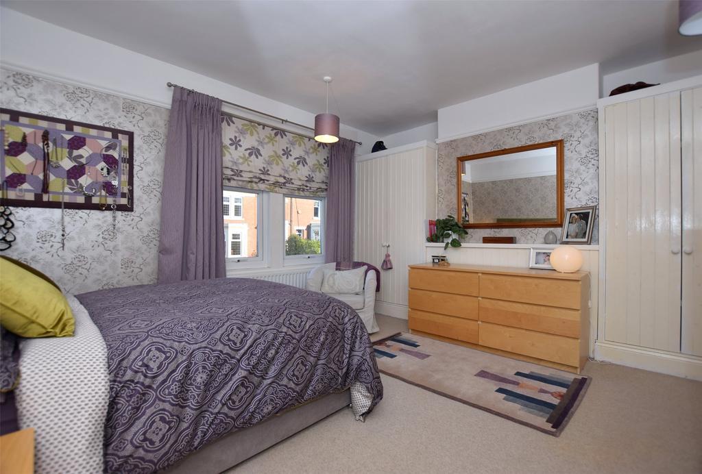 Master Bedroom (2)