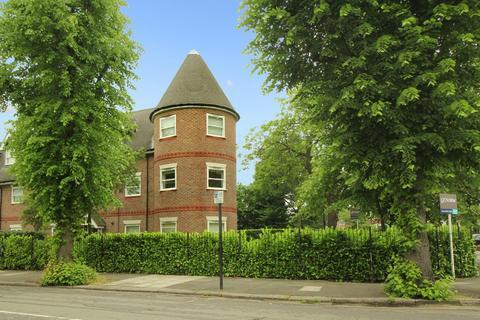 3 bedroom apartment to rent - Lynton Road, W3