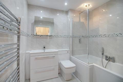 2 bedroom apartment for sale - Rainsborough Court, Hertford