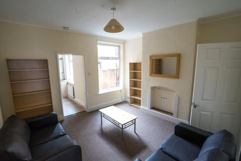 4 bedroom terraced house to rent - Four Double Bedroom Student House Lorne Road, Clarendon Park, Leicester