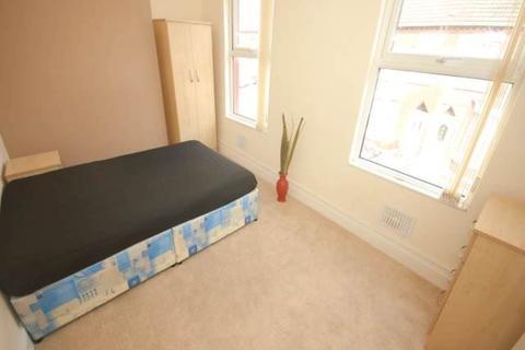 1 bedroom house share to rent - Halsbury Road, Kensington,